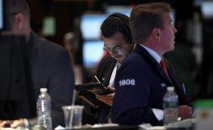La Bourse de New York a ouvert en nette hausse vendredi, saluant l'accord surprise conclu au sommet européen de Bruxelles sur le financement des banques: le Dow Jones gagnait 0,81% et le Nasdaq 2,00%.