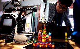 Les plans en Open source permettent de recréer un objet n'importe où dans le monde. Ici une imprimante 3D couleur en Chine.
