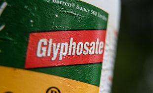 Une bouteille de pesticide contenant du glyphosate. (illustration)