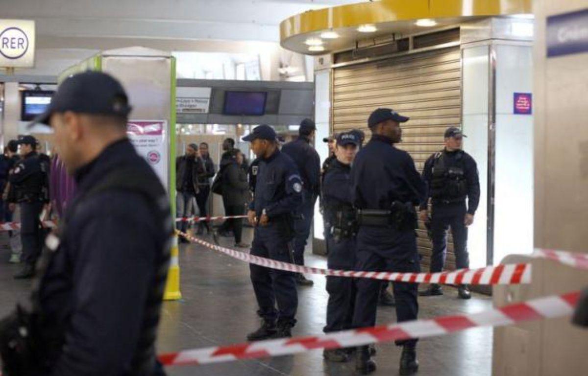 Un militaire en patrouille Vigipirate été agressé samedi à l'arme blanche à La Défense (Hauts-de-Seine) par un homme qui a pris la fuite et dont les motivations restent inconnues. – Francois Guillot AFP
