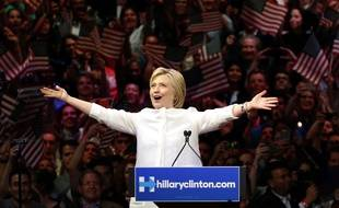 Hillary Clinton, la candidate présumée du parti démocrate, remercie ses supporteurs, à New York, le 7 juin 2016.