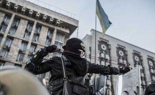 Un manifestant lors des affrontements avec la police sur la place Maïdan de Kiev (Ukraine), le 19 février 2014.
