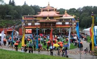 L'inauguration du Lérab Ling, à Roqueredonde en août 2008, en présence du dalaï-lama.