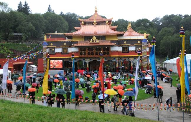 Le Bouddhisme en France fausses idées et vraies dérives!!  648x415_inauguration-lerab-ling-roqueredonde-aout-2008-presence-dalai-lama
