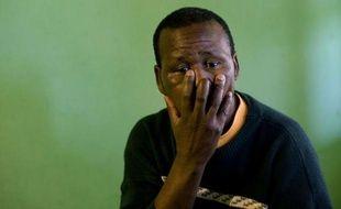 Comme de nombreux travailleurs noirs, Mongezi Mponco a passé une bonne partie de sa vie sous terre, dans les mines d'or sud-africaines, avant d'être renvoyé dans son village une fois atteint de silicose. Il poursuit désormais en justice le puissant groupe Anglo American