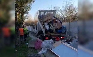 Les déchets ont été rapportés à leur propriétaire.