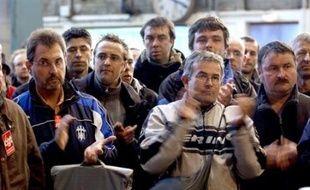 """Onze jours après le début de la grève, le trafic national de la SNCF connaît un retour progressif à la normale vendredi, tandis que la RATP prévoit """"un trafic quasi normal"""" sur les lignes RER A et B, onze des quatorze lignes de métro fonctionnant normalement ou quasi normalement."""
