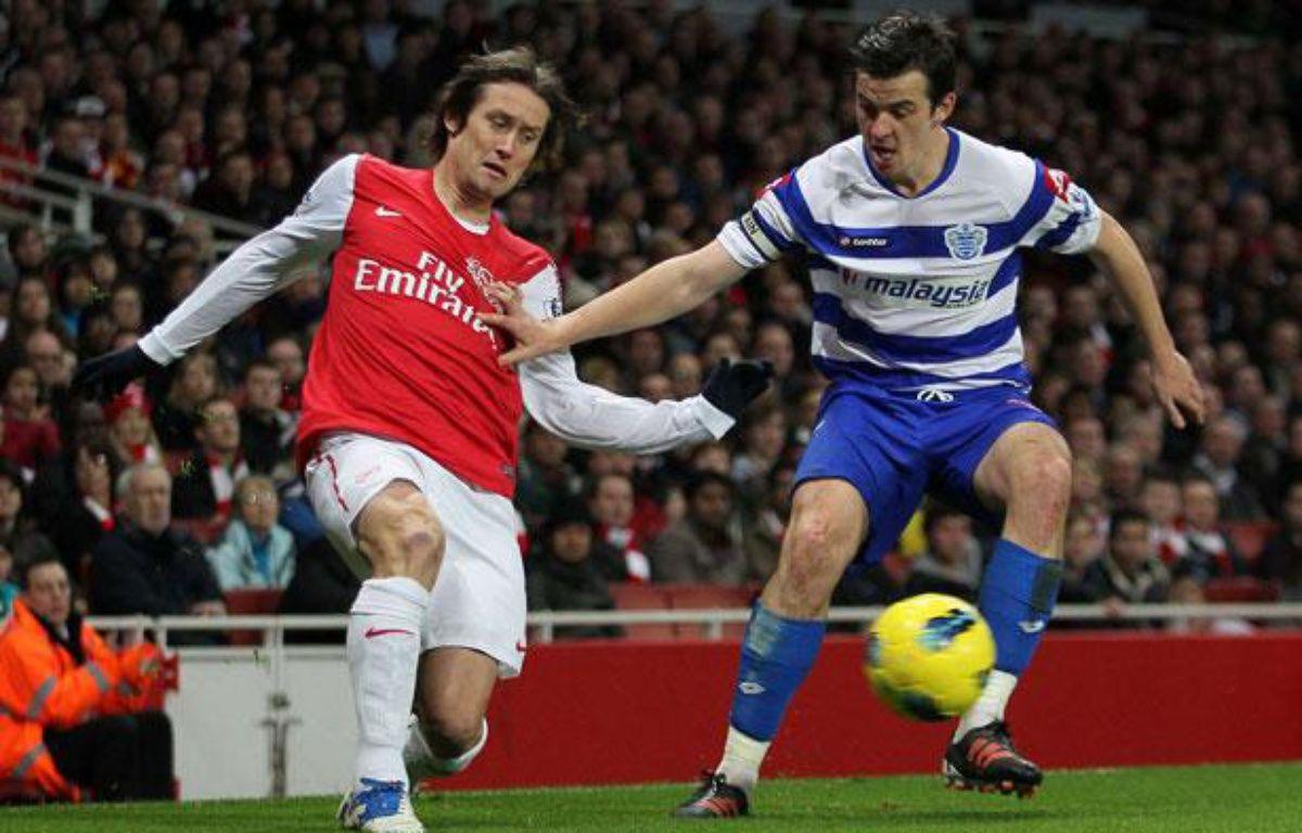 Joey Barton (à droite), contre Arsenal, le 31 décembre 2011, à l'Emirates Stadium. – David Klein/NEWSCOM/SIPA