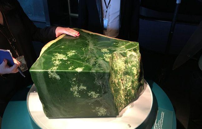 Cette pierre pounamu est sacrée mais si dure (et douce) que les visiteurs peuvent la toucher