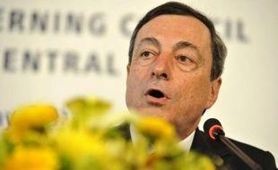 La Banque centrale européenne (BCE) a laissé jeudi son principal taux directeur inchangé à 0,50%, soit son plus bas niveau historique auquel il a été porté en mai.