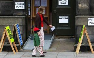 Un bureau de vote à Edimbourg, en Ecosse, pour les élections européennes le 4 juin 2009.