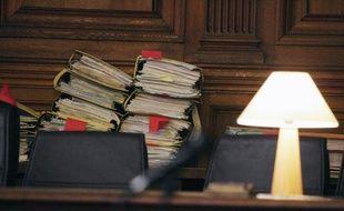 """Trois policiers ont été condamnés jeudi par la cour d'appel de Paris à des peines de 6 et 8 mois de prison avec sursis pour """"homicide involontaire"""", pour avoir laissé près de la Seine un homme ivre qui s'était ensuite noyé dans le fleuve, en 2006 à Corbeil-Essonnes (Essonne)."""