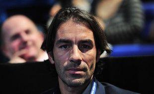 L'ancien internation français Robert Pires, le 8 novembre 2013 à Londres.