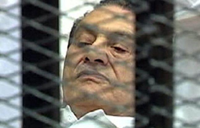 L'ex-président égyptien, Hosni Moubarak, lors du premier jour de son procès au Caire, le 3 août 2011.