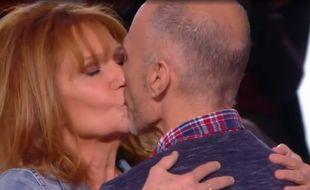 Clémentine Célarié retrouve l'homme séropositif qu'elle a embrassé il y a 24 ans.
