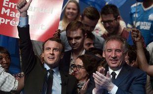 Le candidat d'En marche! en meeting à Pau, dans le fief d'un de ses récents soutiens, François Bayrou, le 12 avril 2017.