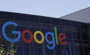 Le logo de Google sur le bâtiment de son entreprise californienne.