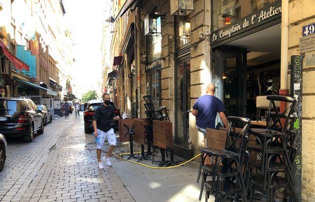 De nombreux restaurants de l'emblématique rue Mercière s'activent depuis ce vendredi matin afin de pouvoir être prêts à ouvrir le 2 juin à midi.