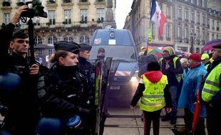 Manifestation des gilets jaunes le 16 novembres à Paris.