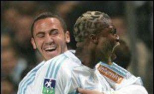 La villa de l'attaquant international Djibril Cissé à Cassis (Bouches-du-Rhône) a été cambriolée samedi soir pendant que le joueur effectait sa grande rentrée avec l'Olympique de Marseille (L1) au stade vélodrome, a-t-on appris auprès de la gendarmerie.