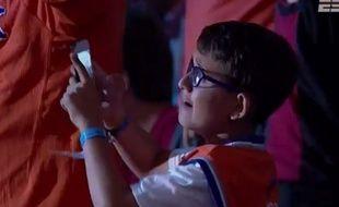 Un enfant pleure lors de la draft 2015.