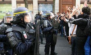 Les CRS de la compagnie 46, lors des émeutes d'octobre à Lyon.