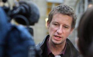 """""""La loi n'est toujours pas inscrite au calendrier parlementaire. On est dans le flou le plus complet, ça devient illisible"""", a estimé Yannick Jadot, directeur des campagnes de Greenpeace France."""