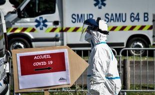 Un soignant préparé à accueillir les malades du Covid-19 à Pau.