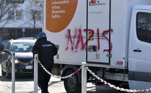 Un des camions de l'association, tagué lundi 26 février 2018.