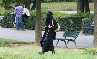 Une femme portant le voile intégral à Paris, le 23 juillet 2009.