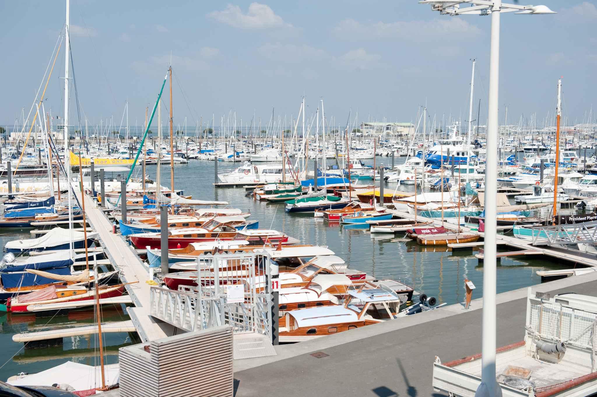 Gironde le port d 39 arcachon en guerre contre la location de bateaux entre particuliers - Restaurant arcachon port de plaisance ...