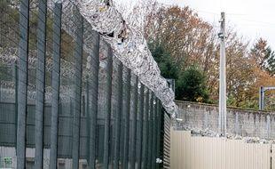 Les grilles d'une prison, en France. (illustration)