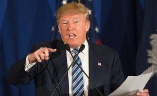 Le candidat républicain Donald Trump répond au pape dans un communiqué qu'il lit le 17 février 2016 à Kiawah en Caroline du Sud