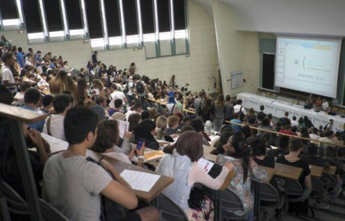Des étudiants assistent à un cours de sciences à l'université d'Aix à Marseille le 8 septembre 2014 – Boris Horvat AFP