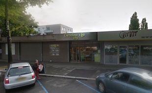 L'incendie s'est déclaré vers 4h ce mercredi dans les faux plafonds du magasin Carrefour City à Rennes.