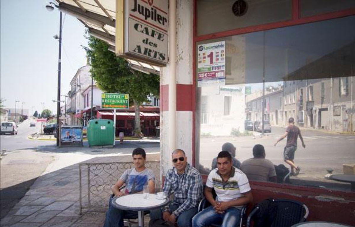 Saint-Gilles (Gard), le 30 mai 2012. Toute première commune de France gérée par le FN (1989-92). Dans cette petite villeà l'entrée de la Camargue le café des artsest fréquenté quasiment que par des Français originaires du Maghreb. – B. BOUYÉ / CONTRECHAMPS / 20 MINUTES