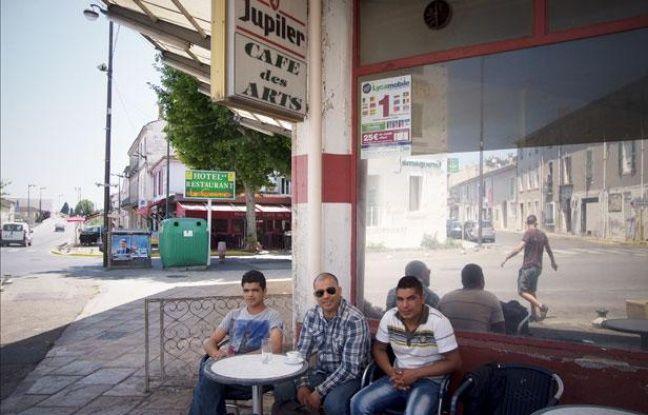 Saint-Gilles (Gard), le 30 mai 2012. Toute première commune de France gérée par le FN (1989-92). Dans cette petite villeà l'entrée de la Camargue le café des artsest fréquenté quasiment que par des Français originaires du Maghreb.