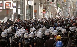 Les forces de l'ordre turques réunies à Istanbul le 31 mai 2014 à l'occasion d'un rassemblement commémorant les émeutes de juin 2013