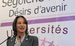 Ségolène Royal, présidente socialiste de la région  Poitou-Charentes et candidate à la primaire du PS pour la  présidentielle, prononce un discours, le 29 mars  2011, à la mairie du 4e arrondissement à Paris, à l'occasion de l'Université  populaire participative sur la justice.