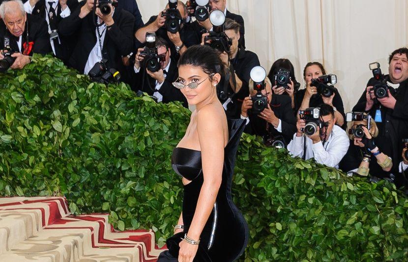 VIDEO. Kylie Jenner utilise sa fille pour sa promo en 4X3… Brad Pitt nous a menti…