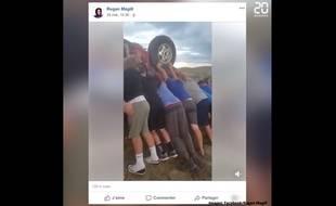 Capture d'une vidéo postée sur Facebook par Regan Magill, montrant le sauvetage de deux personnes par une équipe de jeunes footballeurs américains.
