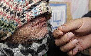 Plusieurs migrants iraniens se sont cousus les lèvres en signe de protestation.