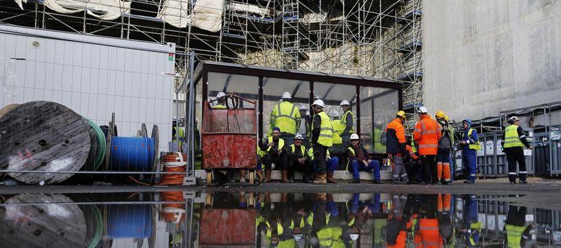 Des ouvriers sur le site de construction de l'EPR de Flamanville, le 16 novembre 2016.