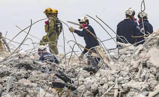 Les secours ont mis fin aux recherches de survivants sur le site de l'immeuble effondré de Surfside, en Floride, le 7 juillet 2021.