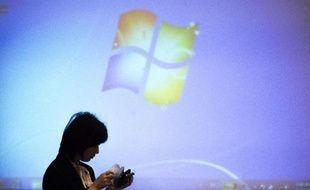 Le logo de Microsoft sur un écran, à Pékin, le 3 décembre 2014