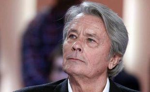 L'acteur Alain Delon, qui a subi mercredi une brève intervention destinée à corriger une arythmie cardiaque, a quitté l'Hôpital américain de Neuilly.