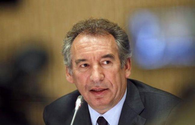 """Le président du MoDem, François Bayrou, a estimé vendredi que l'organisation en Grèce d'un référendum """"sur le grand choix de l'euro et les sacrifices qui vont avec"""" n'était """"pas un crime"""" et qu'il était """"dangereux"""" de présenter aujourd'hui sa suppression comme """"une victoire""""."""