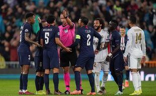 Les Parisiens protestent après l'annulation par l'arbitre d'un penalty et d'un carton rouge pour Courtois lors de Real-PSG, le 26 novembre 2019.