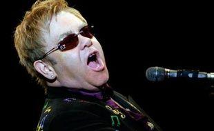 Le chanteur britannique Elton John donnera un concert à New York le 9 avril prochain pour lever des fonds en faveur d'Hillary Clinton, selon un communiqué du service de presse de la candidate démocrate à la présidentielle américaine.