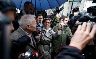 Reims, le 19 mars 2019. Viviane et Pierre Lambert, les parents de Vincent Lambert, manifestent devant l'hôpital où leur fils est soigné.